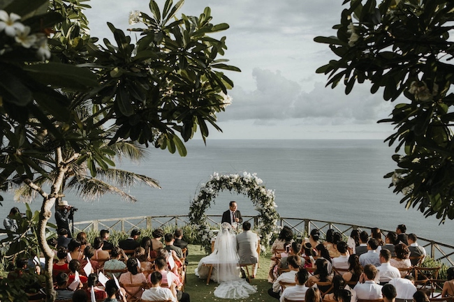 clifftop wedding in bali